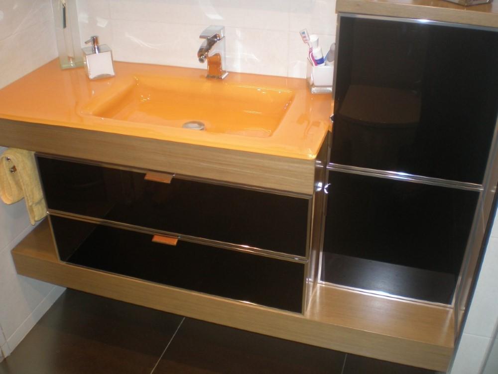 Mueble Cristal Negro Enmarcado Aluminio Combinado Madera Roble y Encimera Cristal Melocotón