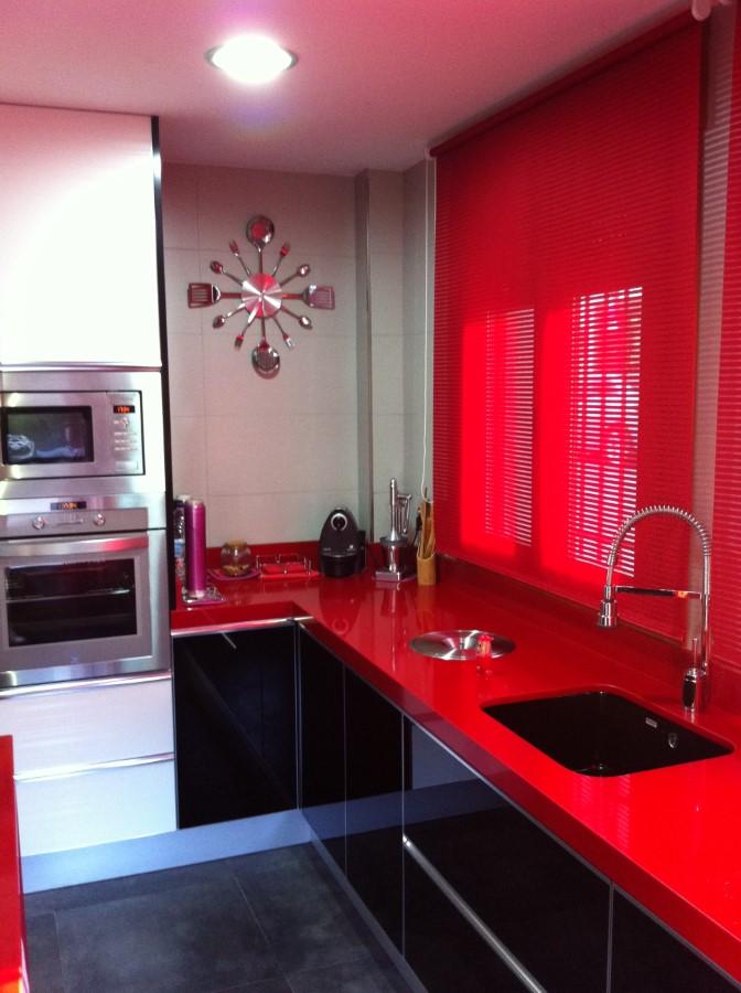 cocina negro y rojo