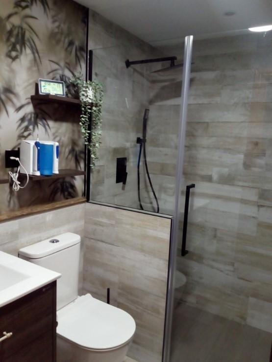 Reforma de baño con cerámica rectificada