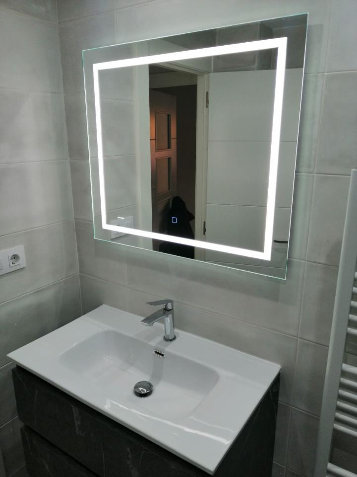 Espejo retroiluminado táctil con antivaho